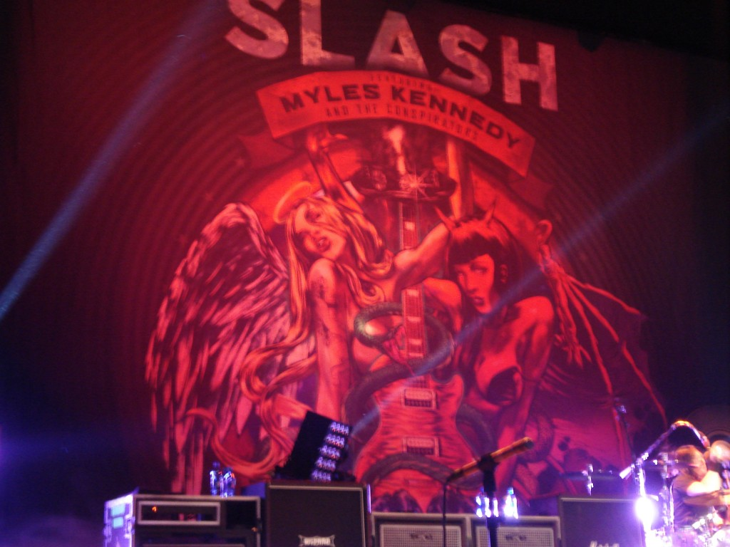 Simple backdrop for Slash and Myles Kennedy and The Conspirators